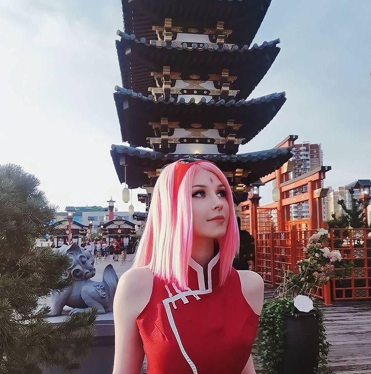 Fã de Naruto faz um cosplay espetacular da Sakura